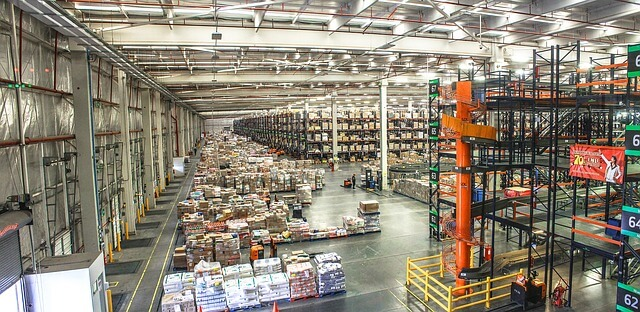 distribution-center-1136510_640 (1)